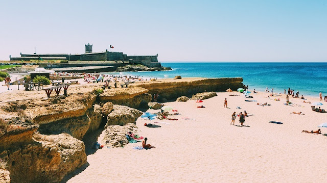 Praia de Carcavelos  em Portugal