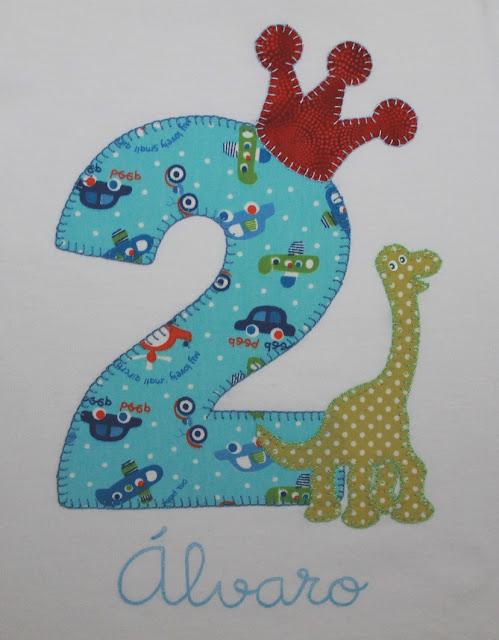 camiseta cumpleaños 2 años dinosaurio