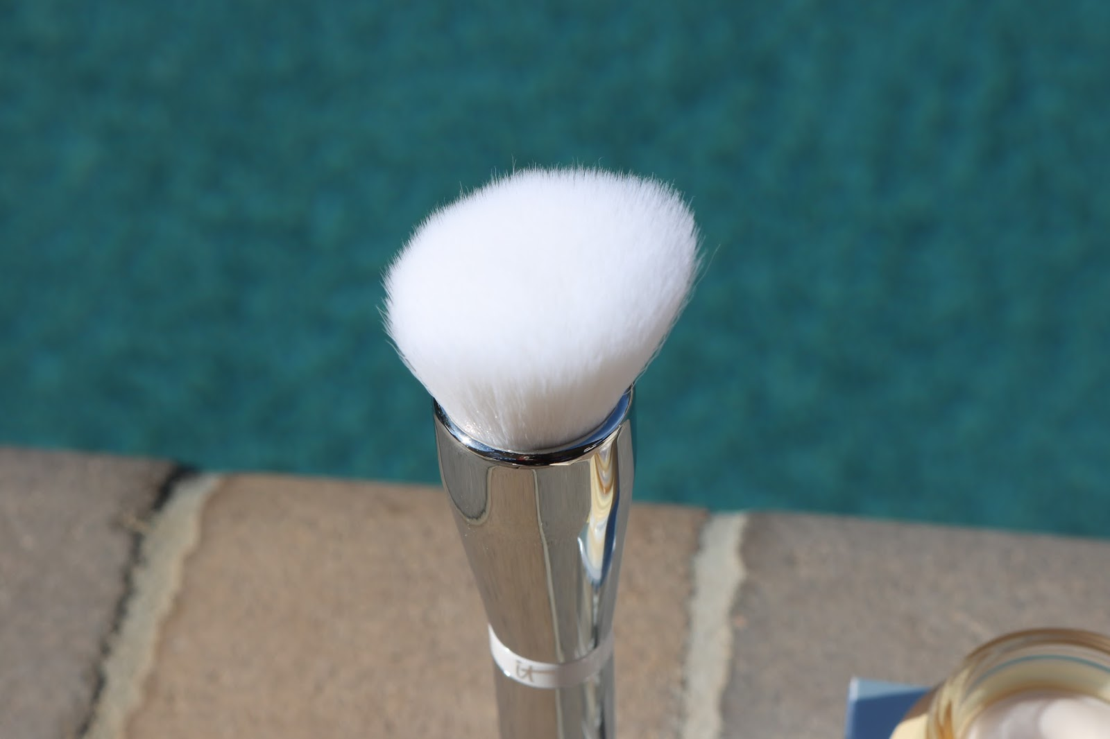 IT Cosmetics Heavenly Skin Skin-Smoothing Complexion brush
