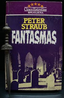 Portada del libro Fantasmas, de Peter Straub