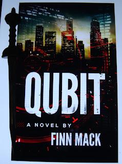 Portada del libro Qubit, de Finn Mack