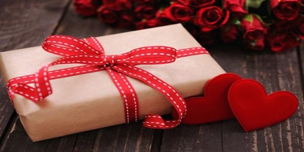 poklon za godišnjicu veze djevojci