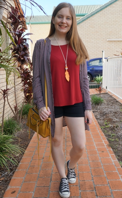 5 outfits 5 days day 5 medical appointment Christmas shopping burgundy tee shorts dress as kimono | awayfromblue