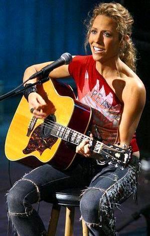 Foto de Sheryl Crow cantando en el escenario