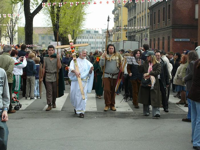 parade of St Barnabas marching with pagan Celts during Tredesin de Mars festival 2008 in Porta Romana, Milan, Italy