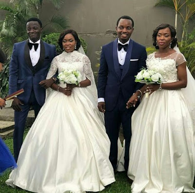 Parents Crying At The Double Wedding Of Their Twin Daughters In Lagos (Photos)