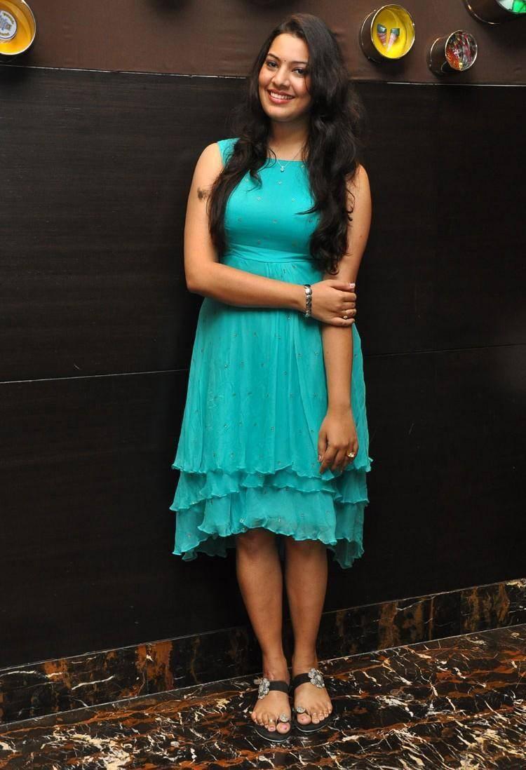 Singer Geetha Madhuri Hot Thigh Legs Photos In Blue Dress At Audio Launch