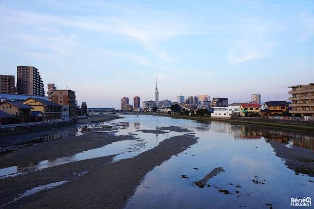 干潮の室見川、福岡