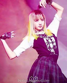 Photos of BlackPink Lisa Dance on stage