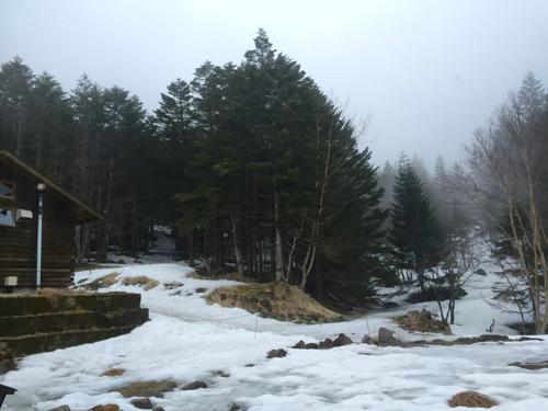 赤岳鉱泉の窓の外
