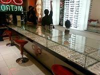 furniture interior semarang  interior optik toko kacamata09