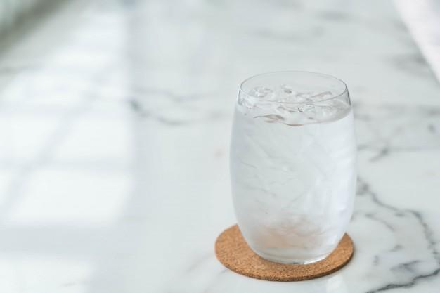 Manfaat Minum Air Putih Secara Rutin Bagi Kesehatan Tubuh
