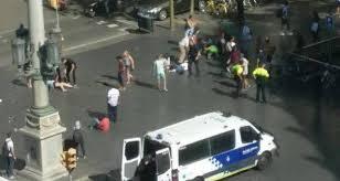 """قتيلان وعشرات الجرحى بعملية """"دهس إرهابية"""" ببرشلونة"""