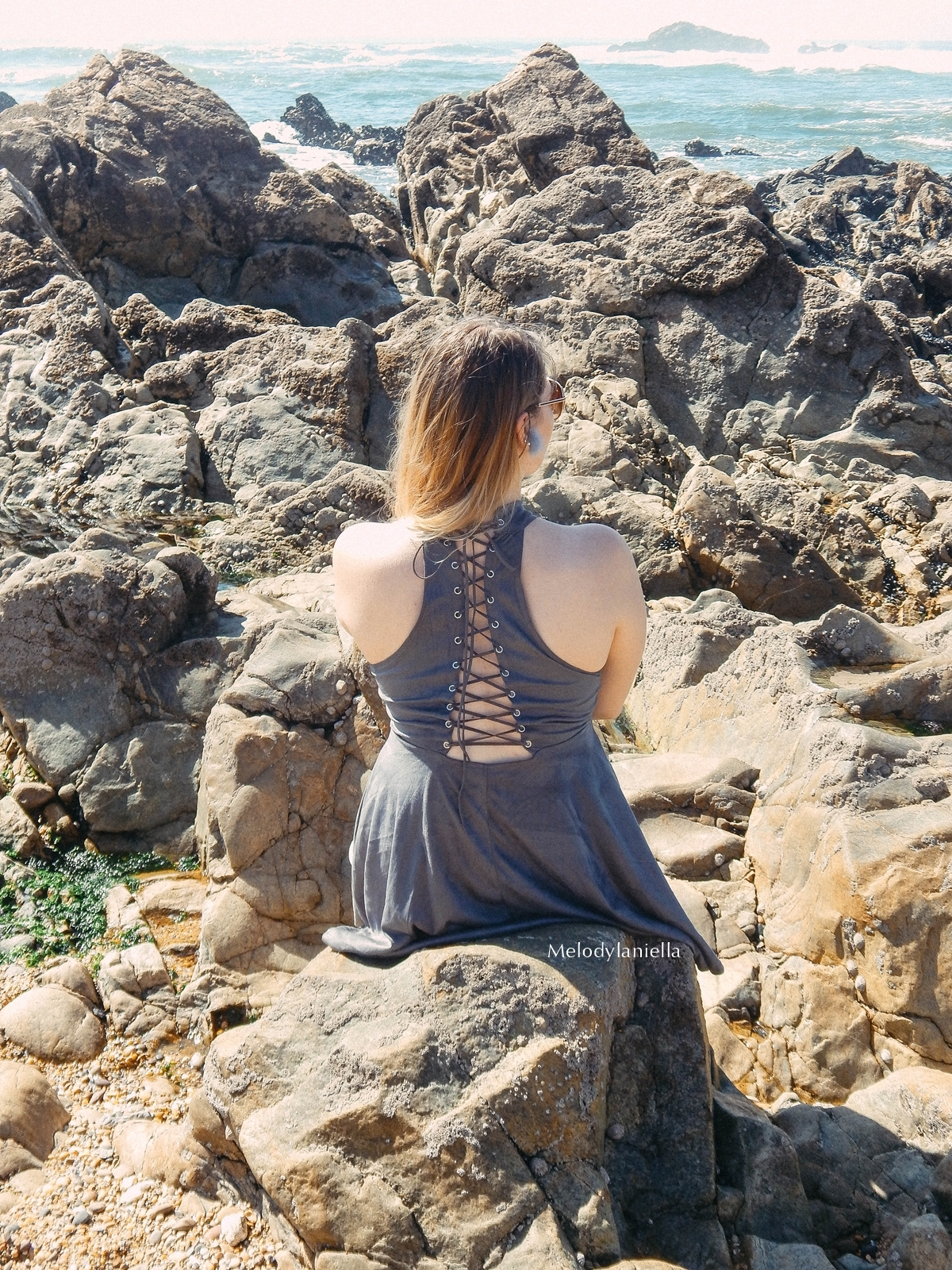 13 stylizacja porto portugalskie plaże co zobaczyć w portugalii szara sukienka sznurowana na plecach sukienka z zamszu szare sukienki sznurowania jaka sukienka dla blondynek mini szare espadryle biżuteria
