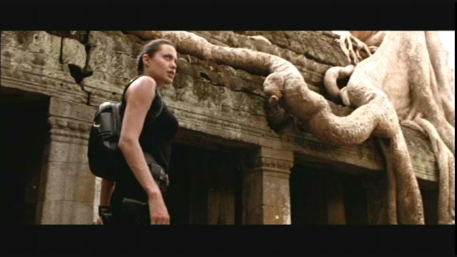 Fotograma sacado de la película de Tomb Raider protagonizada por Angelina Jolie y grabada en Angkor