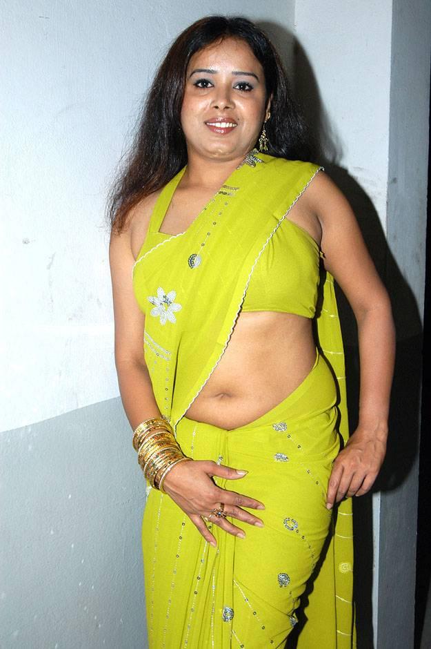 hot saree girls pics