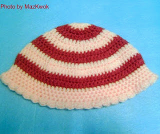 http://www.mazkwok.com/2013/02/free-crochet-pattern-stripy-child-hat.html