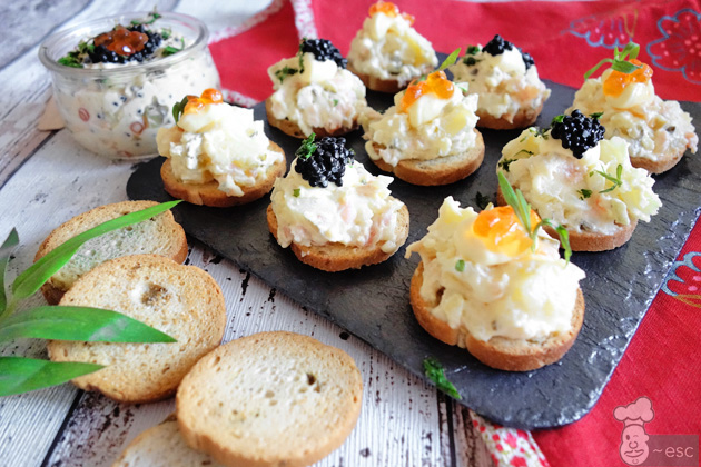 Ensaladilla de patata con salmón ahumado perfecta para canapés y aperitivos