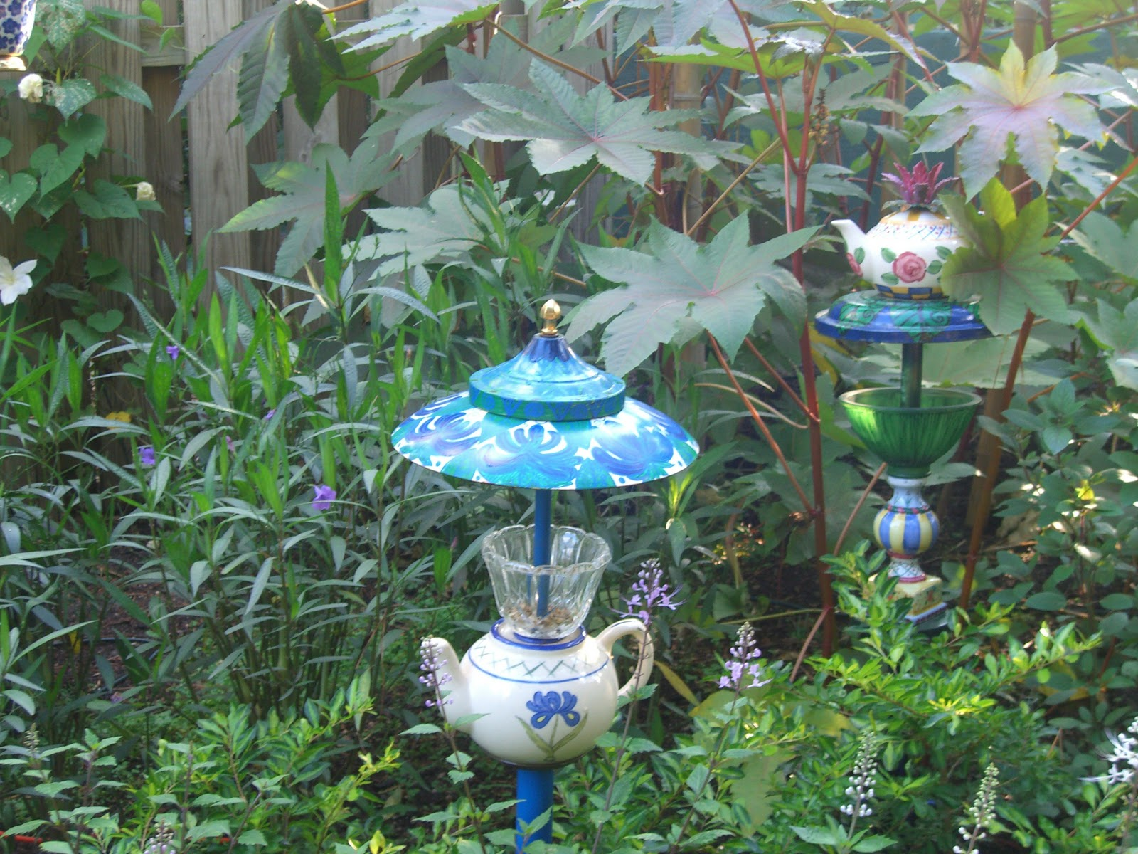 Art For The Garden: The Working Home Keeper: Garden Art Using Recycled Lamps
