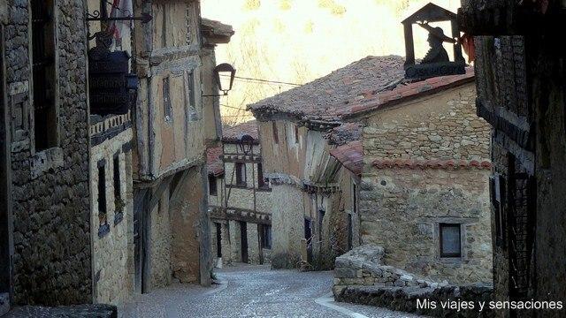 Calle principal, calle Real, Calatañazor, Soria