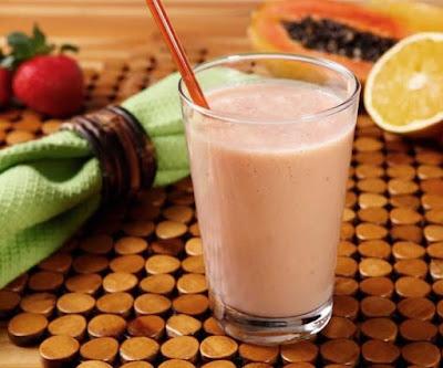 Vitamina de Mamão, Morango e Laranja (vegana)