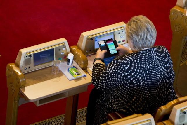 Primer Ministro de Noruega es captada jugando Pokémon Go