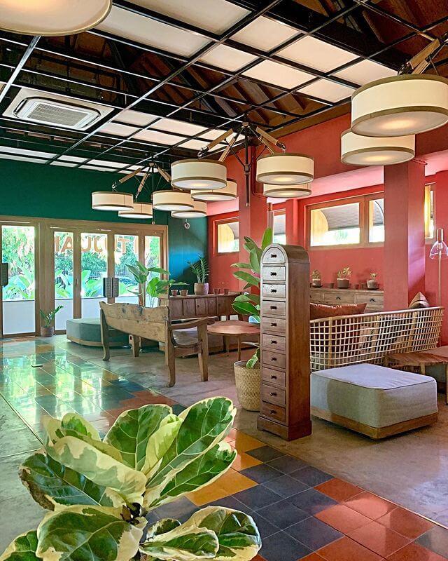 Colorfull area indoor Tujuan - foto instagram tujuan.id