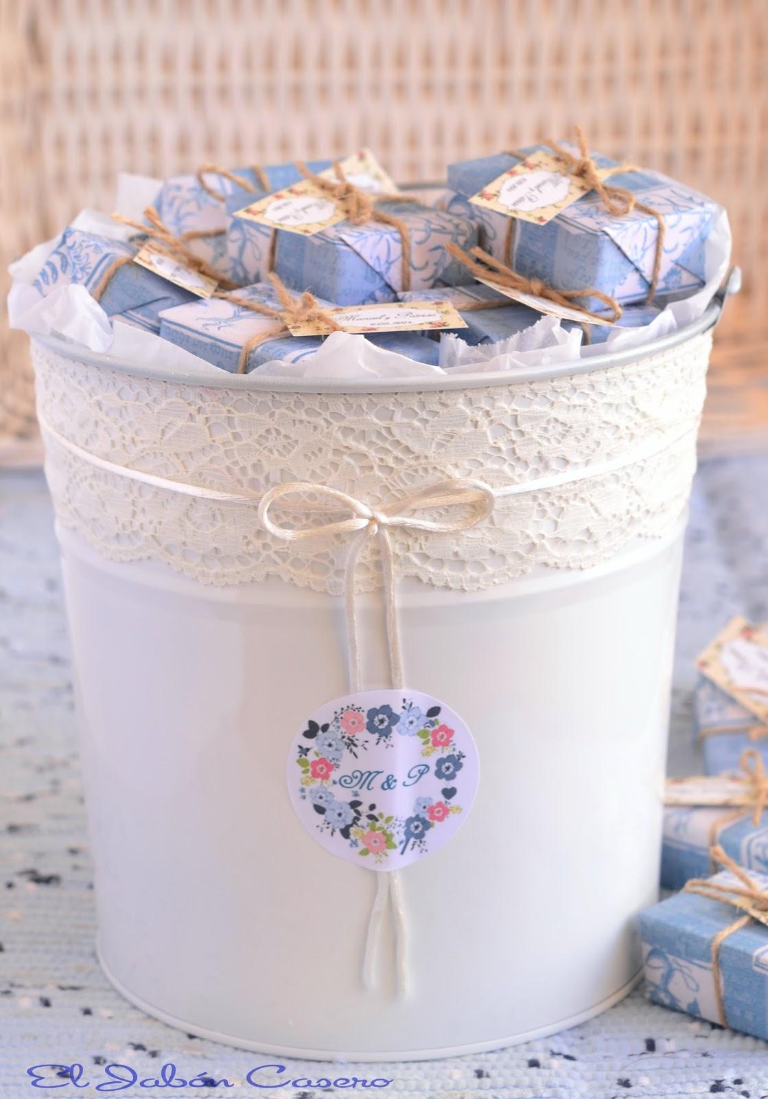 cubo blanco con jabones detalles bodas