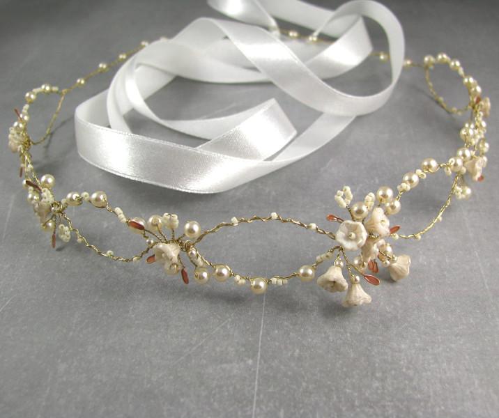 Wianek ślubny w stylu boho - perły i kwiatuszki.