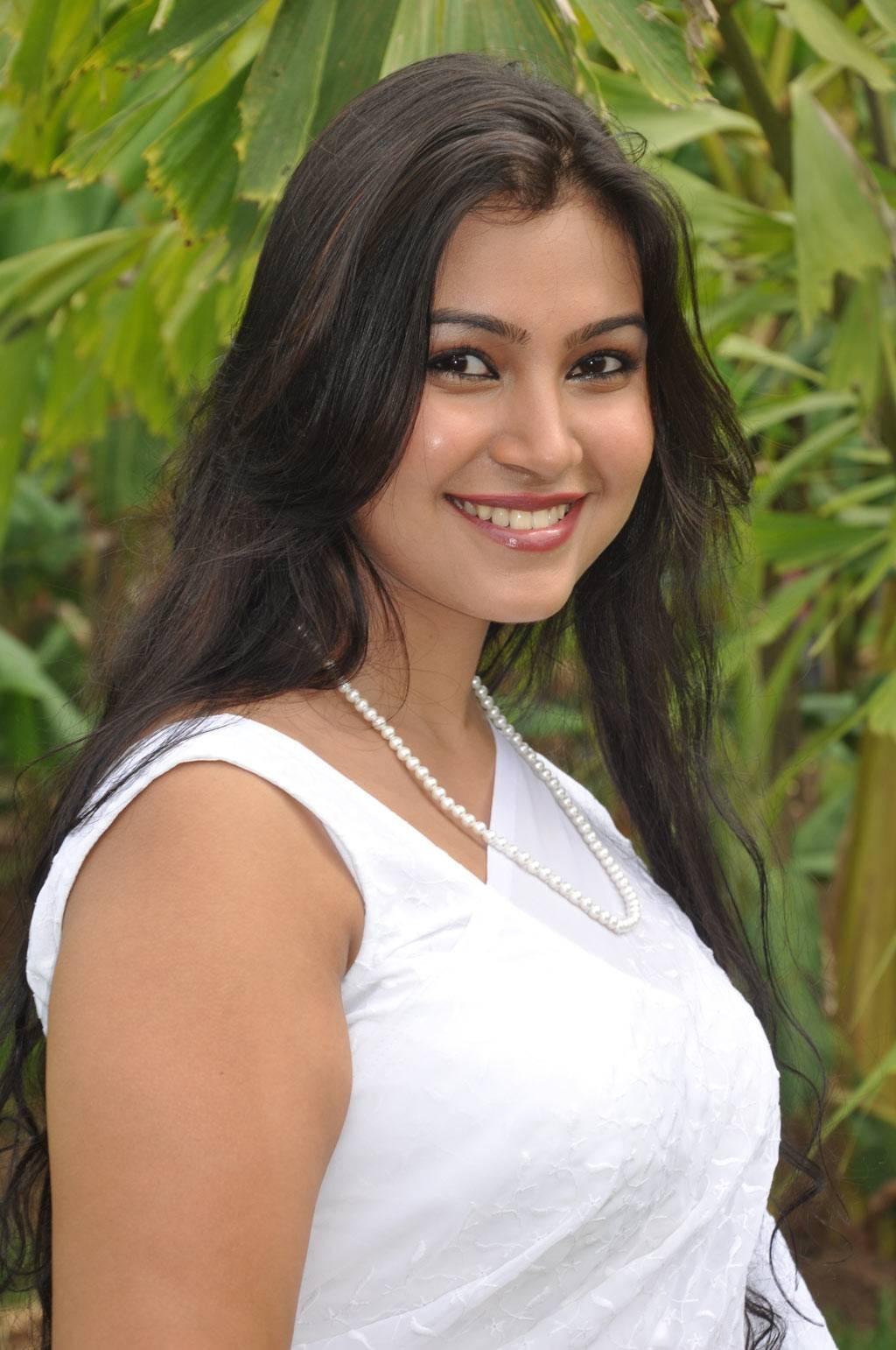 tamil actress varsha pandey saree navel blouse latest cleavages stills actresses telugu movie below cleavage sleeveless indian movies