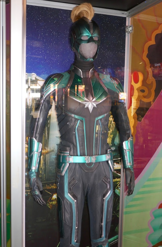 Vers Starforce uniform Captain Marvel