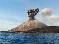 Erupsi Krakatau Bahayakan Penerbangan