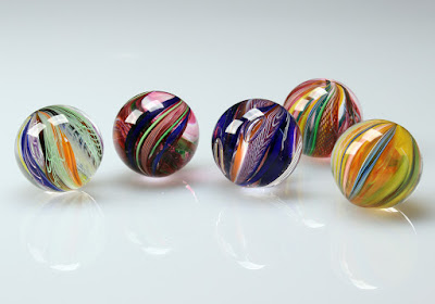Holen or Jolens (marbles in English)