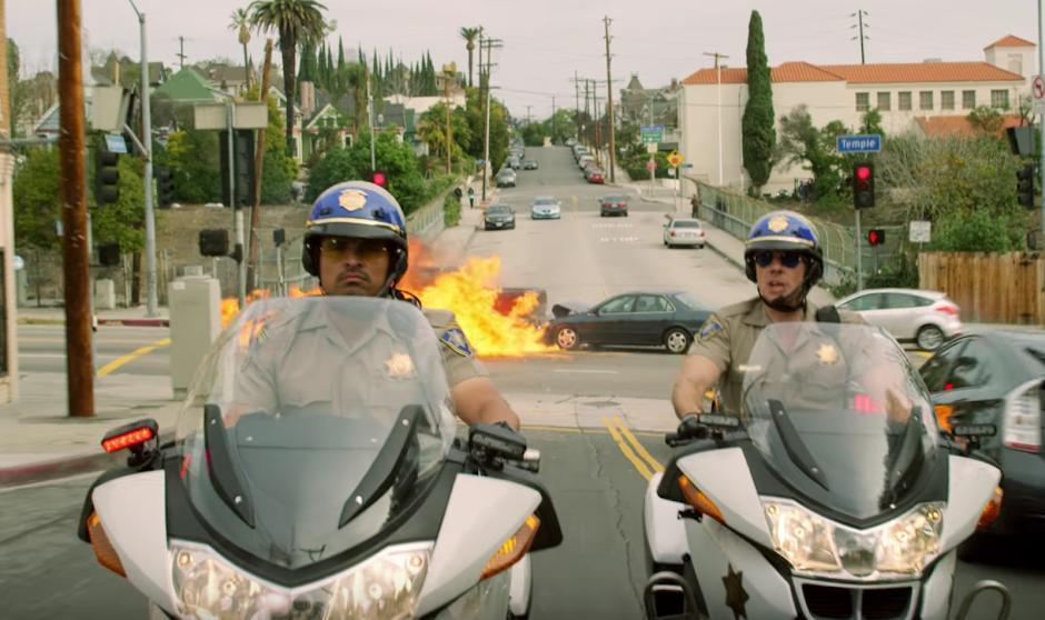 CHiPs: O Filme | Michael Peña e Dax Shepard no 2º trailer da comédia policial
