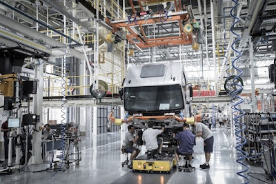Vendas externas de caminhões e ônibus da Mercedes-Benz do Brasil crescem 30% em 2018