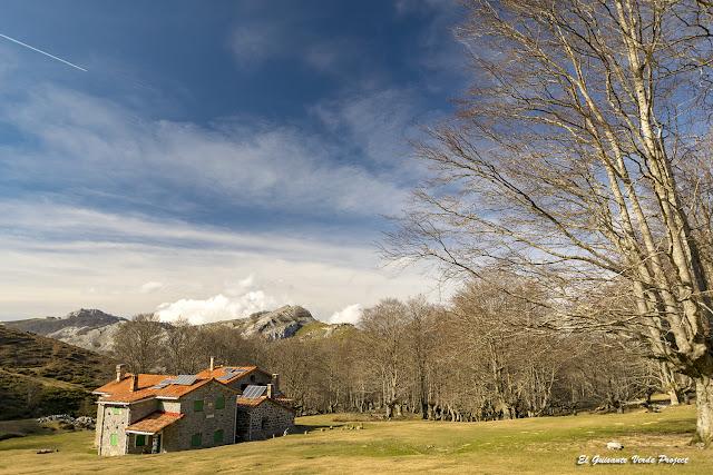 Refugios de Egiriñao en Parque Natural de Gorbea por El Guisante Verde Project