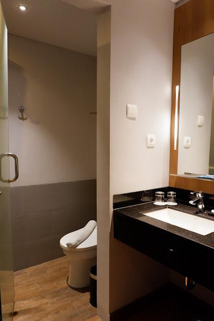 kamar mandi superior batiqa cirebon