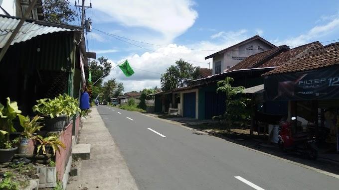 Tanah bonus Bangunan rumah strategis pinggir jalan utama TitiBumi Selatan dalam Ringroad