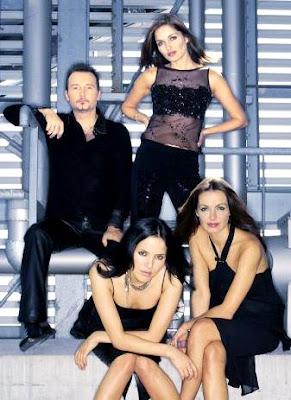 Foto de The Corrs con vestimenta negra