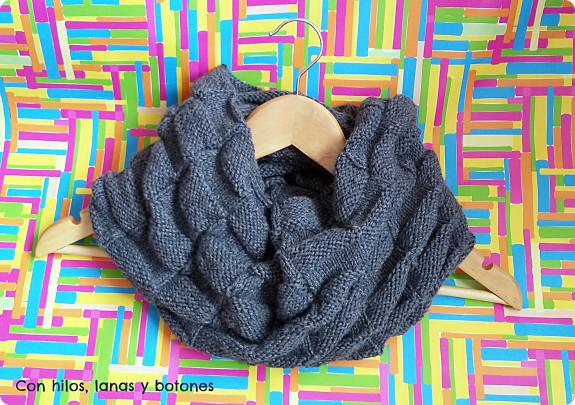 Con hilos, lanas y botones: Cuello doble damero