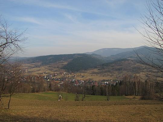 Dolina Skawicy i położona w niej Zawoja Centrum.