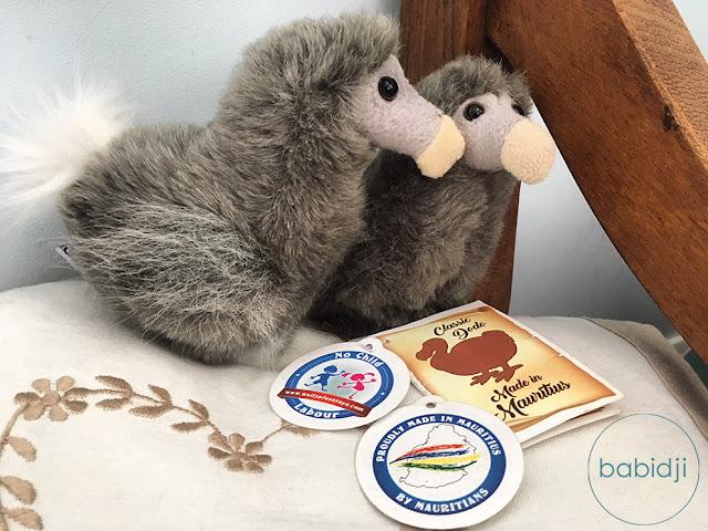 2 petits dodos en peluche rapportés de l'Île Maurice