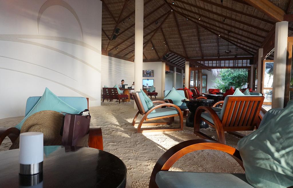 Euriental | fashion & luxury travel | Conrad Maldives, lobby