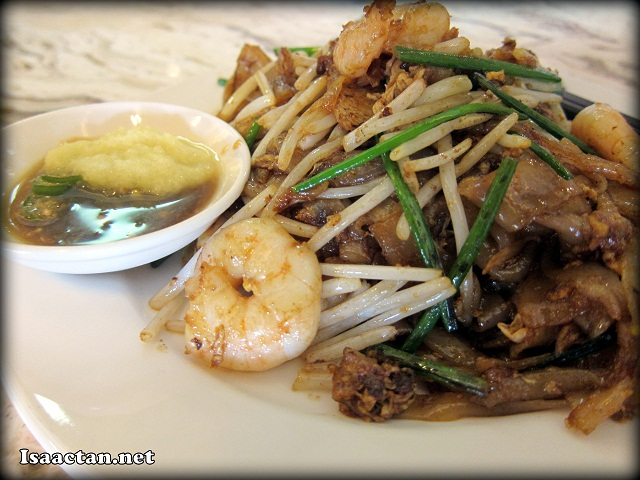 Fried kuey teow at Cinnamon Coffee House One World Hotel