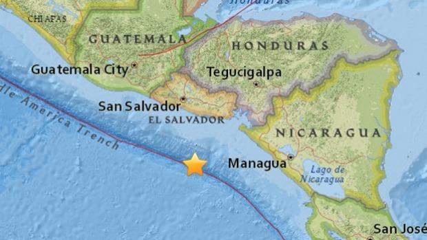 Um terremoto de magnitude 7,2 abalou El Salvador e Nicarágua, apenas uma hora depois de um furacão poderoso ter atingido a costa do Caribe
