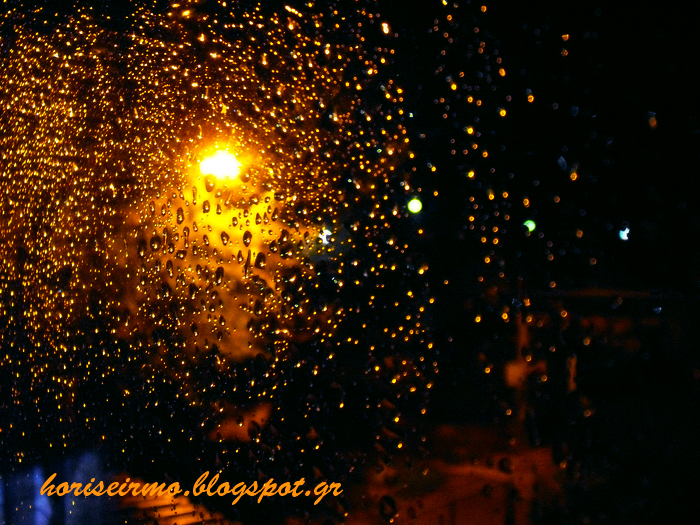 Σταγόνες βροχής στο παράθυρό μου