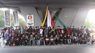 Pekerja Seni Se Kota Makassar Bagi-bagi Takjil Dan Buka Puasa Bersama