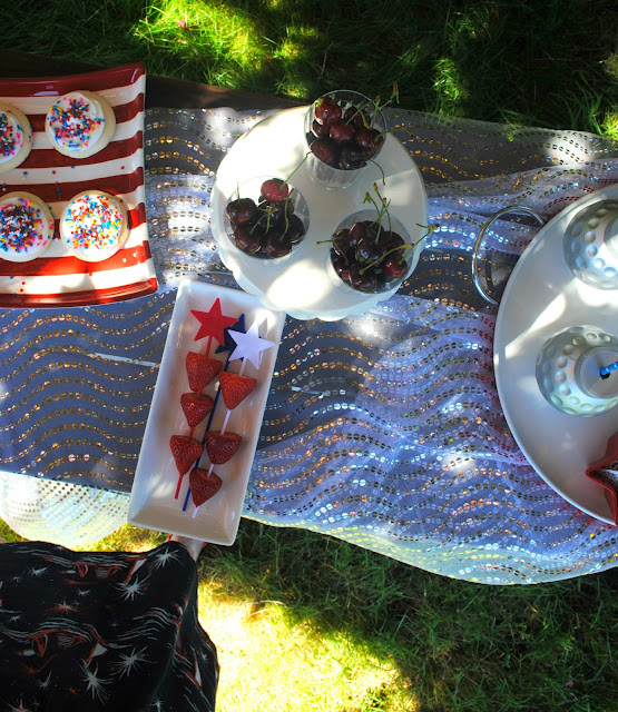 Get 4th of July party treat inspiraiton over at www.fizzyparty.com