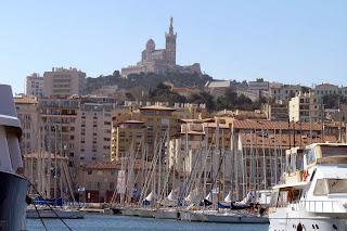 Notre-Dame de la Garde desde el Viejo puerto de Marsella.