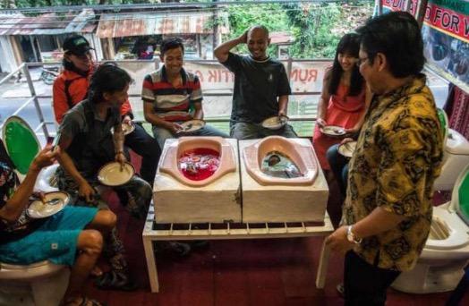 'Cafe Jamban' Menjijikkan Tapi Digemari
